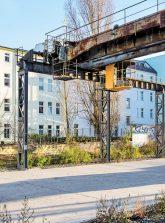 Neue Wohnbebaueung und alte Industrieanlage