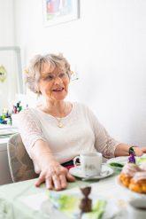 Rosemarie Panier in ihrer Wohnung in Eberswalde