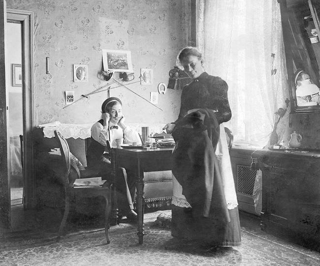 Berliner Pensionswirtin und Gast in der Kaiserzeit