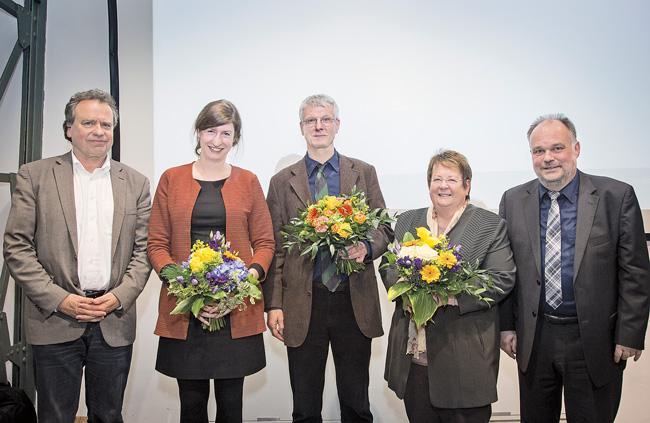 BMV-Geschäftsführer Reiner Wild (links außen) und DMB-Direktor Lukas Siebenkotten (rechts außen) gratulieren dem neuem BMV-Vorstand (von links nach rechts) Jutta Hartmann, Rainer Tietzsch und Gundel Riebe