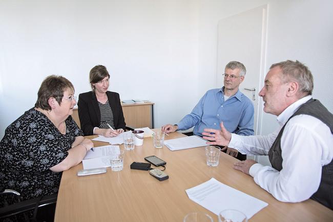 Chefredakteur Udo Hildenstab (rechts) im Gespräch mit dem Vorstand des BMV