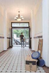 Auszug aus Haus, das modernisiert wird