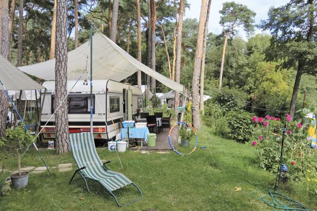 Camper-Idyll auf dem Campingplatz Kuhle Wampe