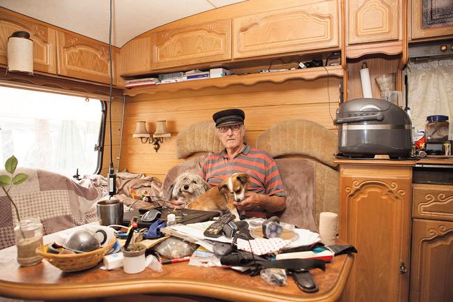 Uwe in seinem Wohnwagen am Krossinsee