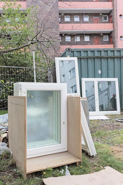 Neue Fenster für den Einbau in der Otto-Suhr-Siedlung
