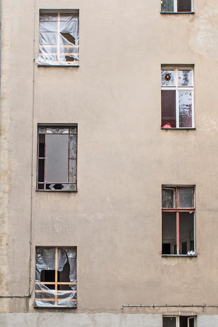 Defekte Fenster im Problemhaus Kameruner Straße 5