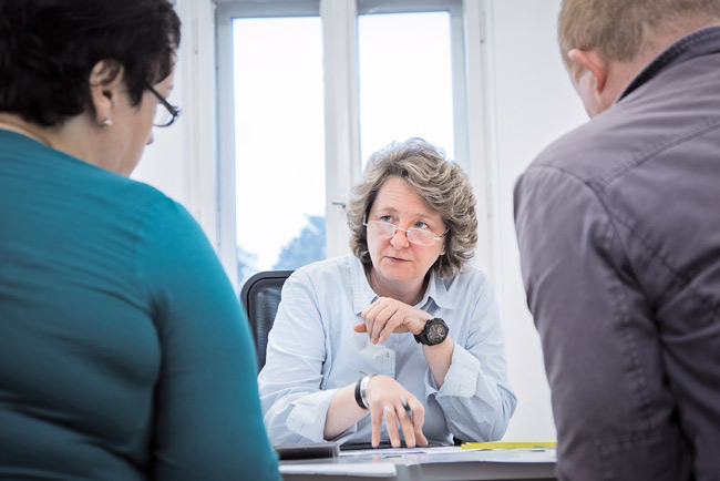 Anwältin Petra Goebel bei der Mieterberatung