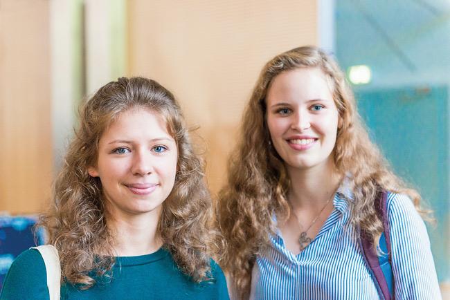 Studentinnen Nicole und Johanna