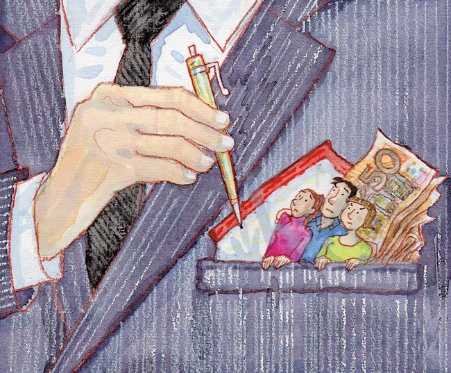 Vermieter zückt Stift zur Unterschrift