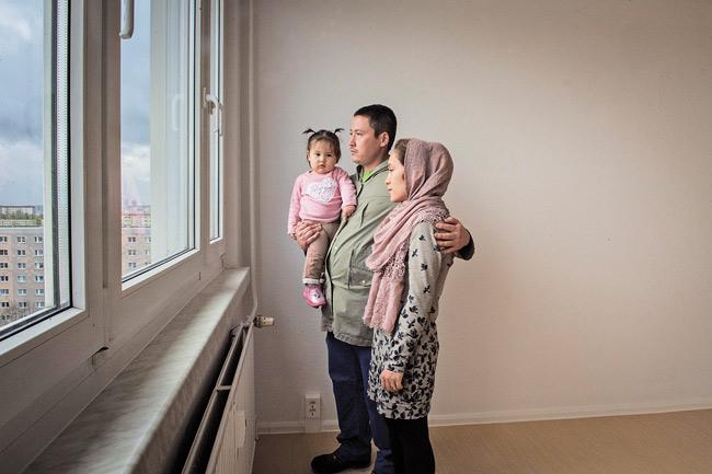Familie in der neuen Wohnung