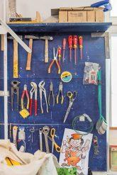 Gut sortiertes Werkzeugbrett