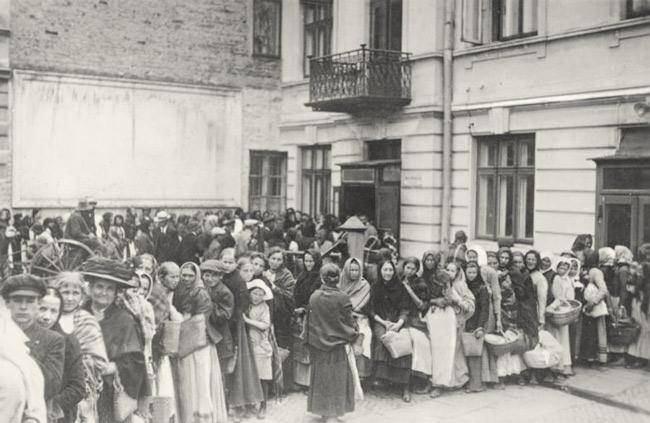 Kriegsjahre 1914 bis 1918: Steckrüben, Warteschlangen, Brotkarten