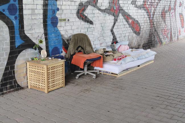 Obdachlosen-Lager auf dem Bürgersteig