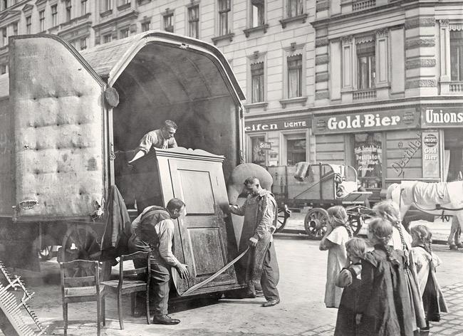 Historischer Umzugswagen