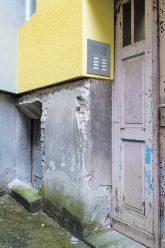 Freigelegter Gebäudesockel