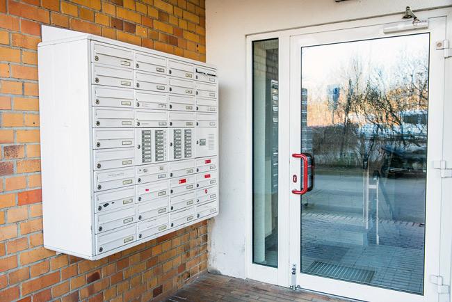 Briefkastenanlage mit integrierten Wohnungsklingeln