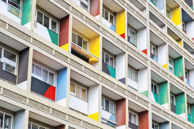 Farbige Fassadenelemente