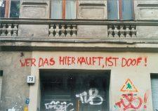 Graffito: 'Wer das hier kauft, ist doof!'