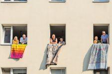 Mieter mit Protesttüchern in der Habersaathstraße
