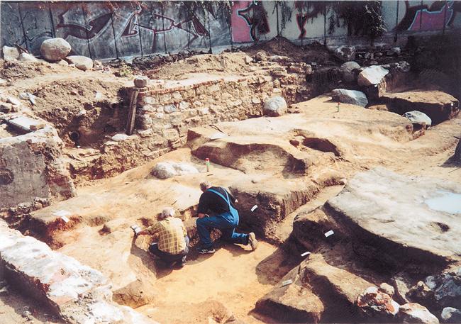 Ausgrabungen auf der Fischerinsel im Jahr 2000