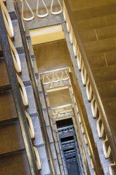 Blick nach unten im Treppenhaus