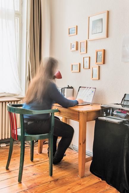 Provisorischer Home Office Arbeitsplatz