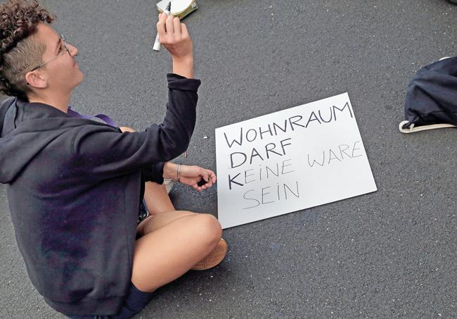 Demonstrant malt Protestschild