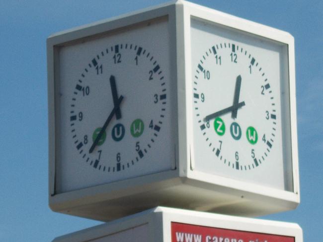 Uhr mit zwei unterschiedlichen Zeitanzeigen