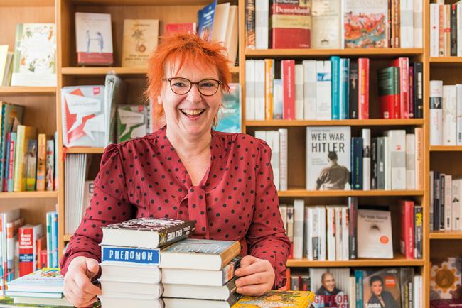 Manuela Wiggert in der Albertinen-Buchhandlung