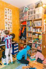 Laouen, Malik und Farouk in ihrem Kinderzimmer