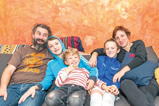 Franziska Albrecht und Jean-François Fraval mit ihren Kindern
