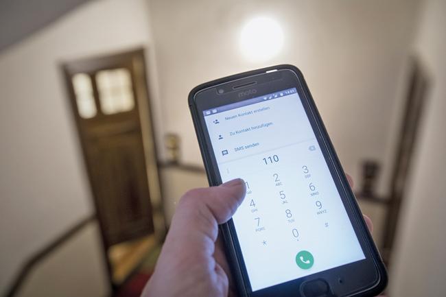 Smartphone mit Notrufnummer 110