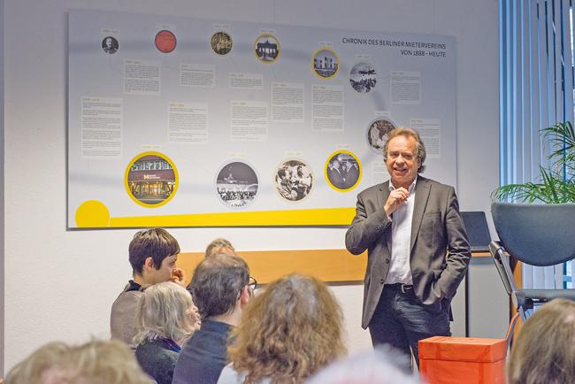 BMV-Geschäftsführer Reiner Wild und Zuhörer