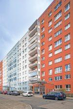 farblich differenzierte Wohnhochhäuser