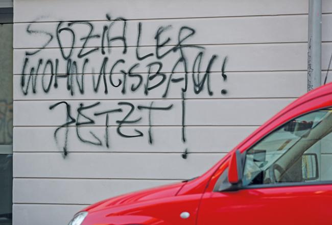 Graffito: Sozialer Wohnungsbau! Jetzt!