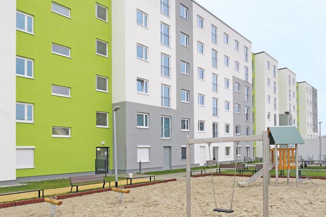 Wohngebäude in der Seehausener Straße mit Spielplatz
