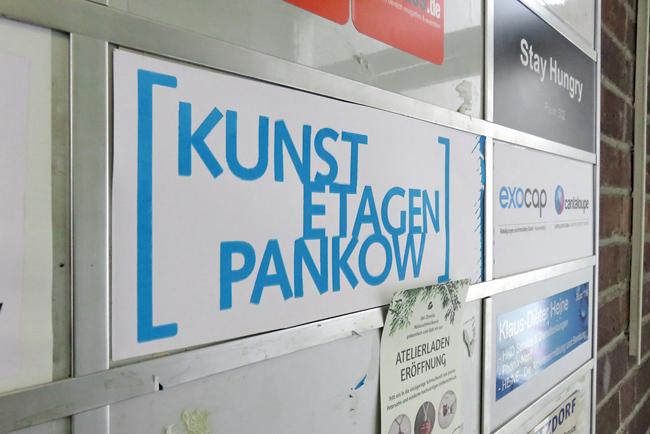 Hinweisschild ,KunstEtagenPankow'