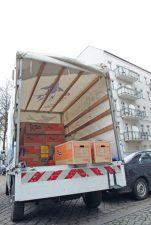Transporter mit Umzugskisten