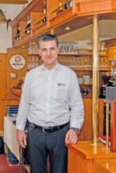 Restaurantbesitzer Gudelj in der ,Blauen Laguna'