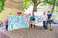 Protestplakat mit Mietern der Grafenhagener Straße 5
