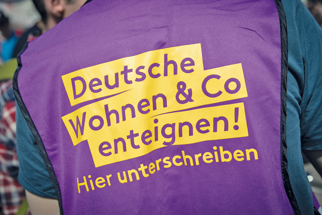 T-Shirt: ,Hier unterschreiben'