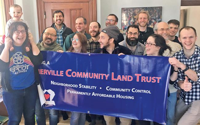 Aktivisten eines englischen Community Land Trusts