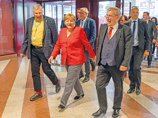 Altpräsident Franz-Georg Rips (rechts) neben Bundeskanzlerin Merkel