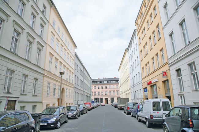 Straße mit Mietshäusern in der Luisenstadt