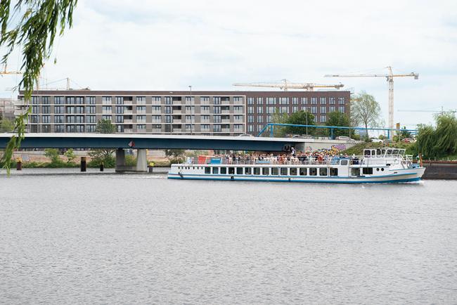 Fahrgastschiff am Nordhafen
