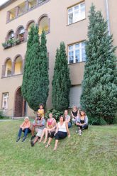 Aktivisten der Gontermannstraße vor dem Haus
