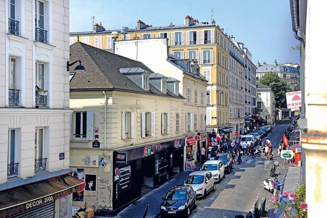 Straße in Paris-Montmartre