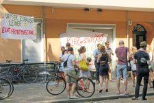 Protest-Transparente in der Leinestraße