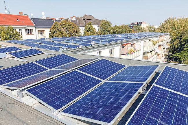 Dächer mit Fotovoltaik-Anlagen