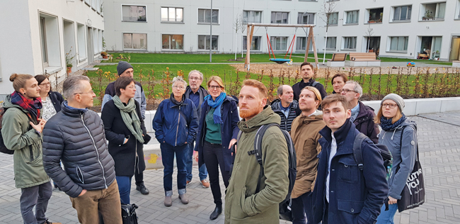 Besichtigungsgruppe im Möckernkiez